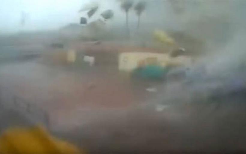 Δείτε το εντυπωσιακό βίντεο με ανεμοστρόβιλο που σαρώνει εργοστάσιο στην Καλαμάτα