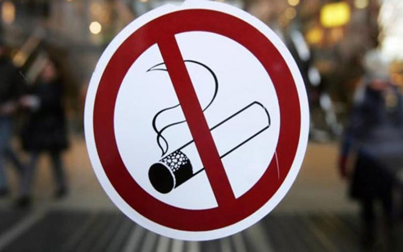 Ρόδος: Πρόστιμο σε καπνιστή μέσα σε καφετέρια, τον «κάρφωσε» πελάτης
