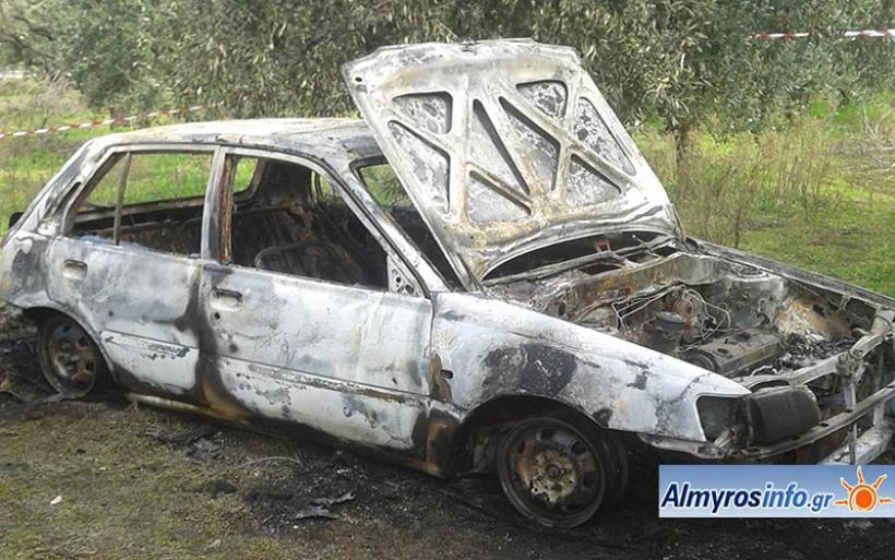 Έκλεψαν αυτοκίνητο στην Καρδίτσα και το έκαψαν στο Κρόκιο (φωτο)