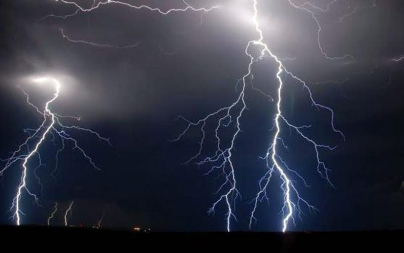 Καιρός: Έκτακτο δελτίο με καταιγίδες και ισχυρούς ανέμους