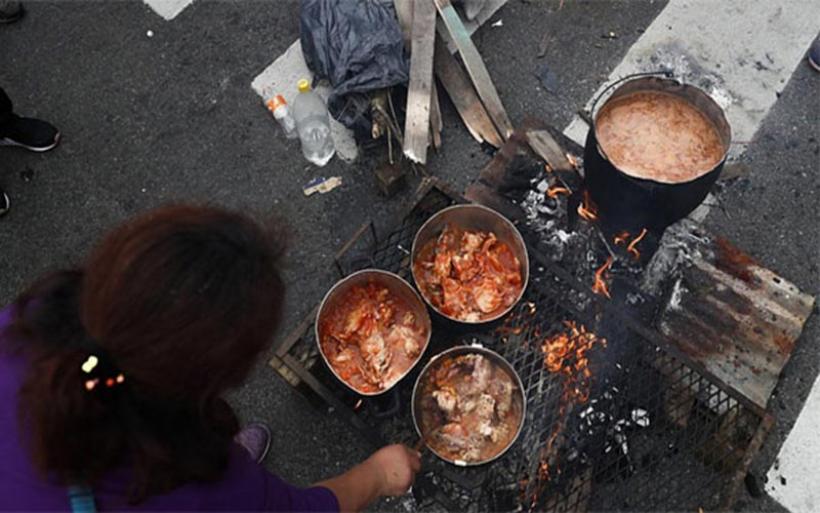 Καζάνι που βράζει η Αργεντινή. Με τις κατσαρόλες στους δρόμους κατά ΔΝΤ