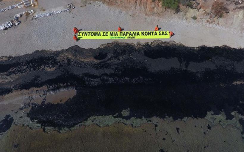 Μάχη με το χρόνο για τον καθαρισμό των ακτών από την πετρελαιοκηλίδα