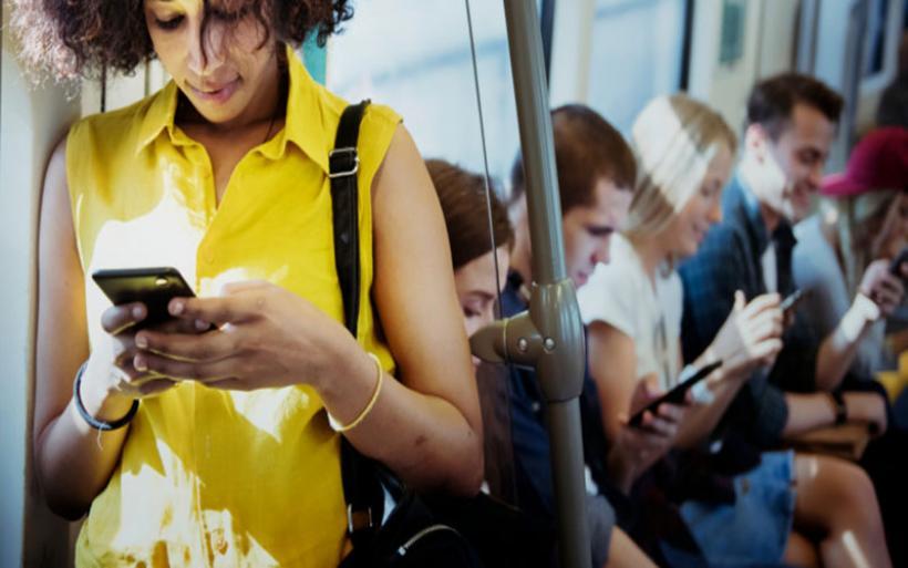 Ερευνα: Οταν το κινητό γίνεται εθισμός -Τα εμφανή σημάδια που προδίδουν εξάρτηση