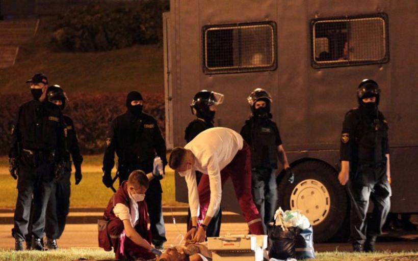 Λευκορωσία: Ένας νεκρός, δεκάδες τραυματίες στις «μάχες» των διαδηλωτών με την αστυνομία