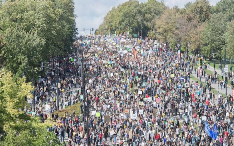 Κοσμοπλημμύρα στο Μόντρεαλ μαζί με την Γκρέτα Τούνμπεργκ στη διαδήλωση κατά της κλιματικής αλλαγής