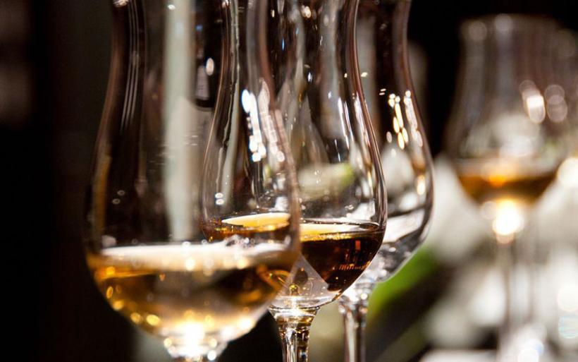 Τι να κάνεις για να μην ζαλιστείς από το ποτό στις γιορτές