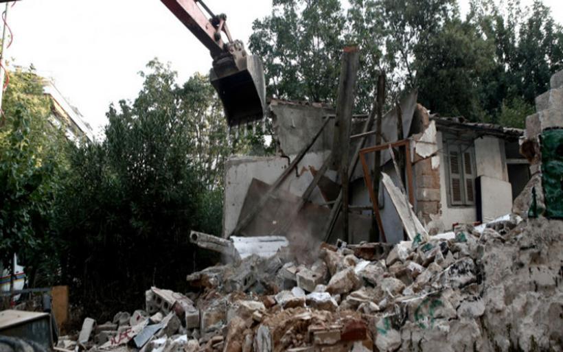 Ξεκίνησε η κατεδάφιση επικίνδυνων κτιρίων στην Αθήνα, μετά τον σεισμό