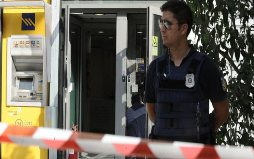 Ενοπλοι «μασκαράδες» ληστές άρπαξαν 10.000 ευρώ από τράπεζα στη Λάρισα