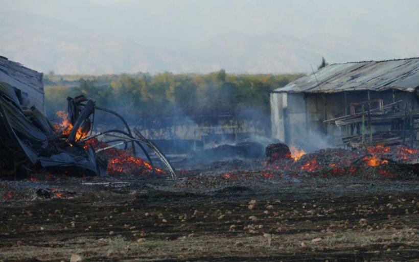 Κάηκε εργοστάσιο από πυρκαγιά σε χαμηλή βλάστηση στη Λάρισα