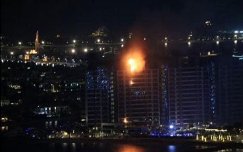 Τρόμος από φωτιά σε κτίριο κατοικιών στο τεχνητό νησί του Ντουμπάι