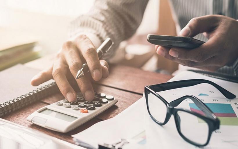 «Μαϊμού» λογιστής στον Βόλο – Λουκέτο σε φοροτεχνικό γραφείο