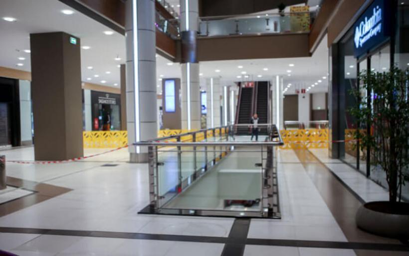 The Mall Athens: Όλα τα σενάρια για την πτώση της άτυχης γυναίκας