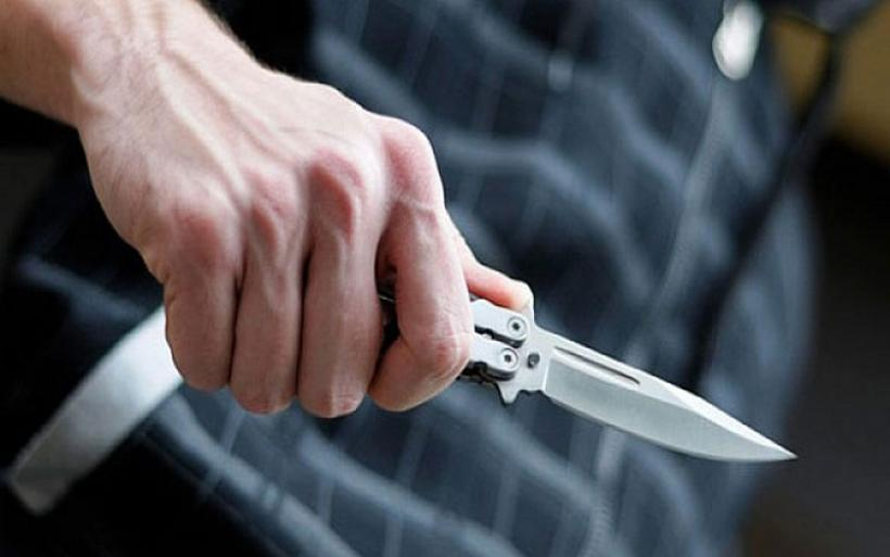 Τι έκανες ρε Μάνο, τι έκανες ρε μ@@; Η κραυγή αγωνίας για την επίθεση με μαχαίρι