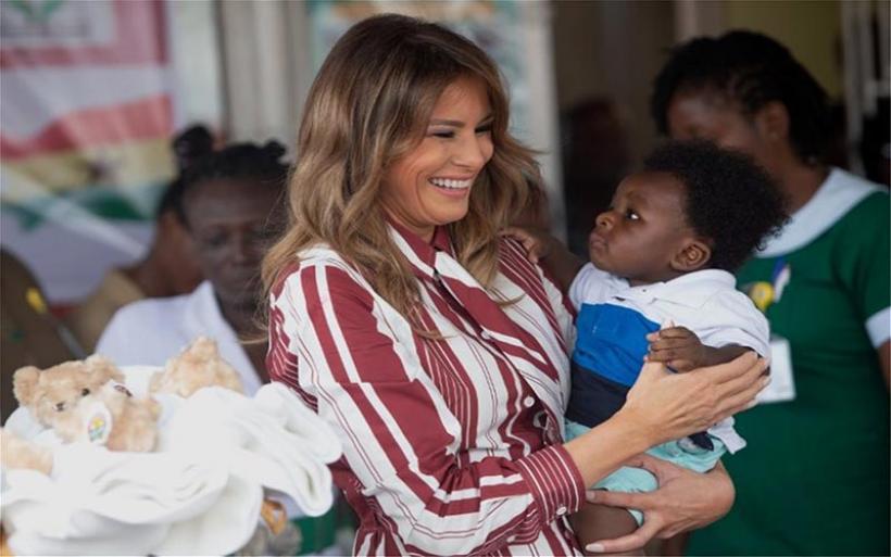 Η Μελάνια έμαθε το μάθημά της: Στην Αφρική πέταξε τις γόβες...