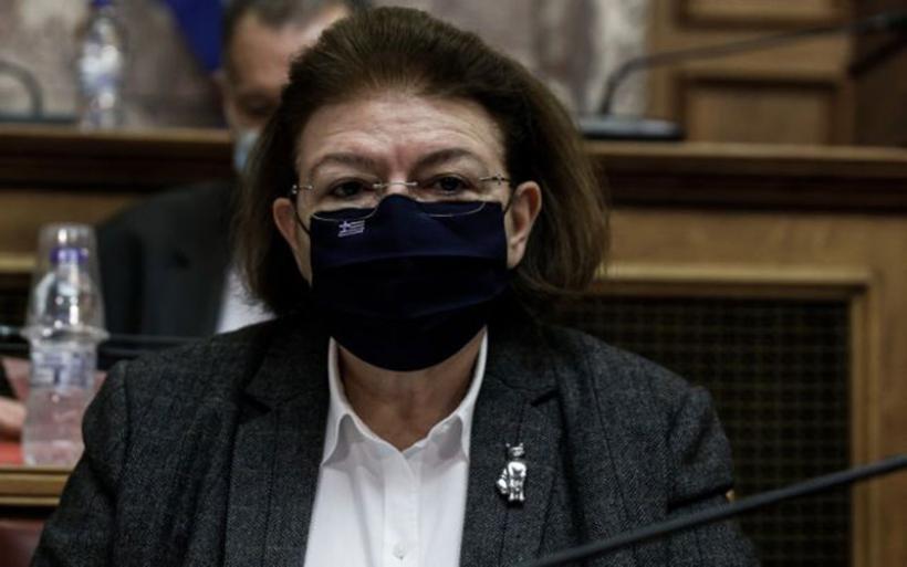 Ηθοποιοί και πολιτικοί ζητούν την παραίτηση της Μενδώνη
