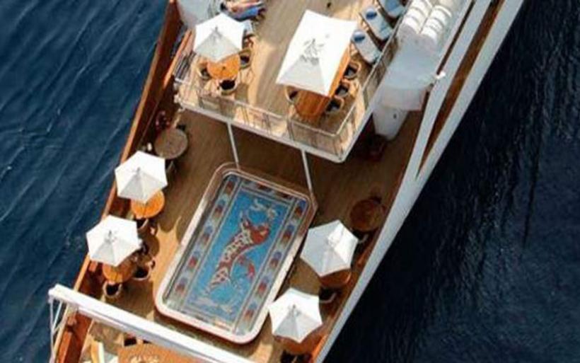 Η θαλαμηγός του Ωνάση παραμένει ο ορισμός της χλιδής -Νοικιάζεται για 470.000 ευρώ την εβδομάδα