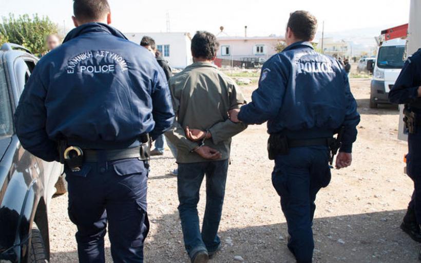 Δικηγόροι & δημόσιοι υπάλληλοι στη «φάμπρικα» ελληνοποιήσεων