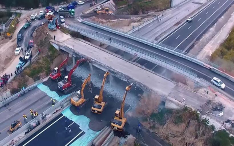 Κατεδαφίστηκε και η τελευταία παλαιά γέφυρα στην Κορίνθου - Πατρών