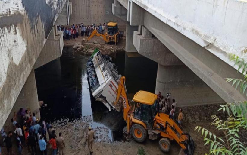 Τραγωδία στην Ινδία: Λεωφορείο έπεσε σε κανάλι – Νεκροί 29 επιβάτες