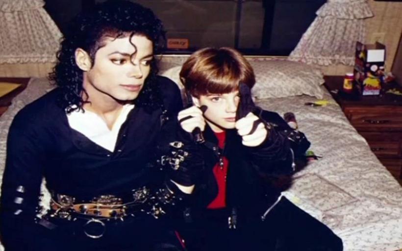 Σόκαρε η προβολή του ντοκιμαντέρ για τον παιδόφιλο Μάικλ Τζάκσον