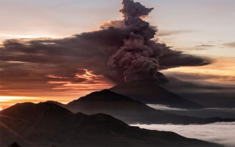 Μπαλί: Ηφαίστειο ξεσπίτωσε 100.000 ανθρώπους!