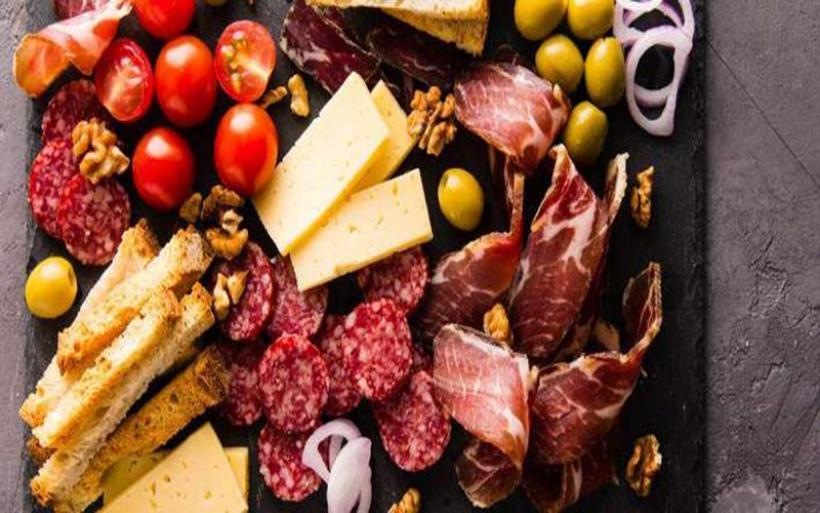 Οι 6 τροφές που αποτελούν κρυφές πηγές νατρίου και σου προκαλούν φούσκωμα χωρίς να το καταλαβαίνεις