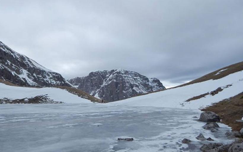 Μαγικές εικόνες από την παγωμένη Δρακόλιμνη