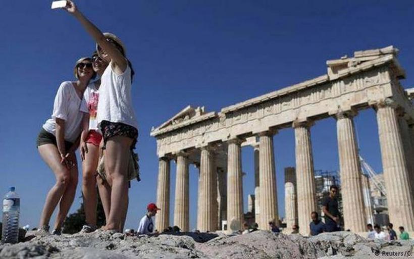 Κατρακύλα 1 δισ. στα έσοδα από τον τουρισμό παρά το κύμα αφίξεων