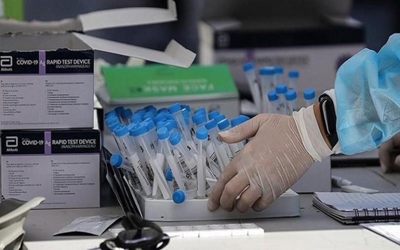 Νέα είδη self-tests θα παραλάβουν τα φαρμακεία - Πόσα δικαιούνται οι μαθητές