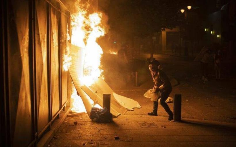 Χάος στους δρόμους της Βηρυτού – Λαϊκή εξέγερση μετά την τραγωδία