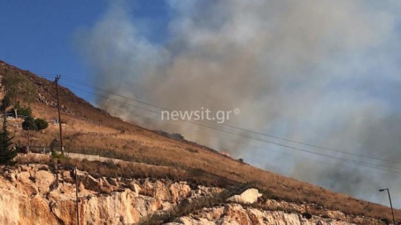 Φωτιά ΤΩΡΑ στο Πέραμα – Εικόνες από το σημείο