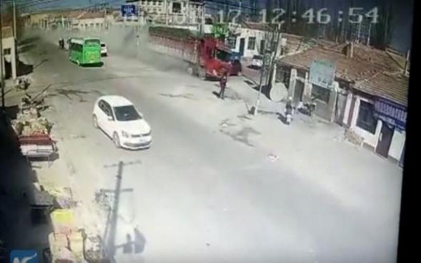 Φονική πορεία φορτηγού που γκρέμισε κτίρια στην Κίνα - 5 νεκροί