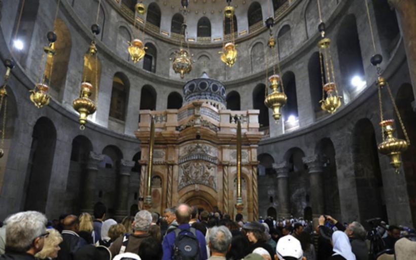 Το αναστηλωμένο κουβούκλιο του Πανάγιου Τάφου παραδόθηκε ξανά στους πιστούς