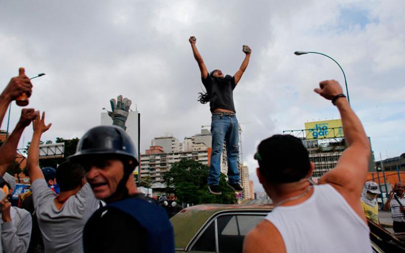 Στην γενική απεργία στη Βενεζουέλα σκοτώθηκαν 2 άνθρωποι, υπάρχουν δεκάδες τραυματίες