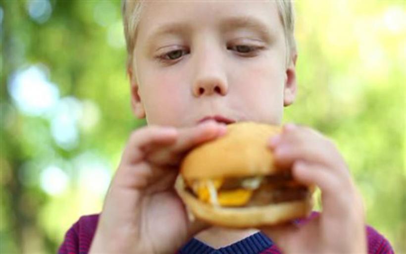 Διαβήτη και καρδιακή νόσο προκαλεί στα παιδιά το έτοιμο φαγητό