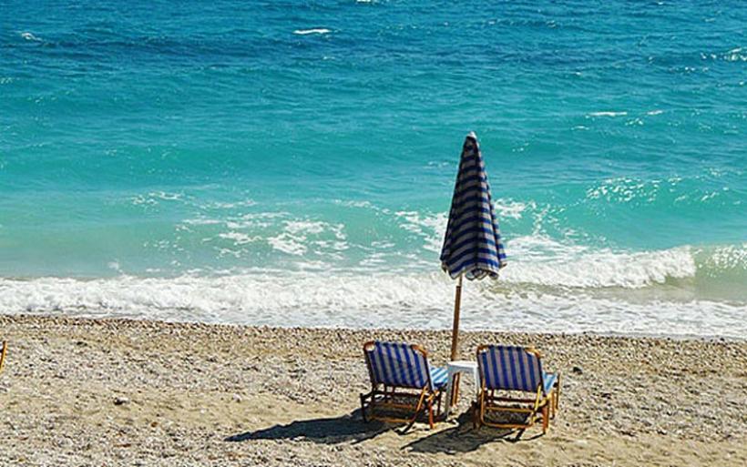Μελέτη: Οι μισές αμμώδεις παραλίες του πλανήτη κινδυνεύουν με εξαφάνιση έως το 2100 λόγω της κλιματικής αλλαγής