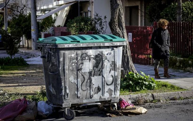 Στη ΓΑΔΑ εμφανίσθηκε ο άνθρωπος που στοχοποιήθηκε για τη μεταφορά του νεκρού βρέφους στην Πετρούπολη