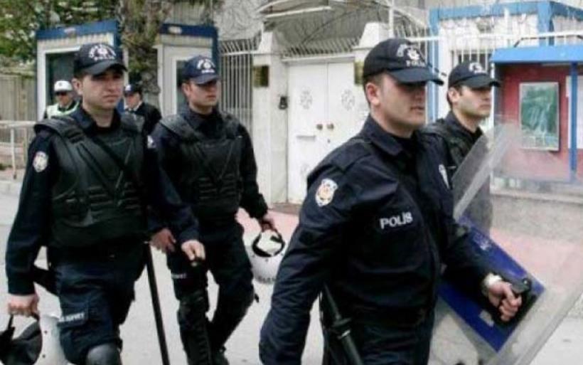 Bρέθηκαν αλυσοδεμένοι μετανάστες σ'ένα υπόγειο στην Κων/πολη