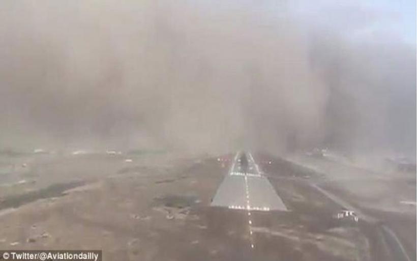 Προσγείωση αλά Χόλιγουντ για Αirbus A320 μέσα σε αμμοθύελλα στη Σαουδική Αραβία (βίντεο)