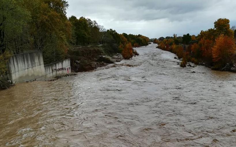 Λάρισα: «Φούσκωσε» επικίνδυνα ο Πηνειός ποταμός