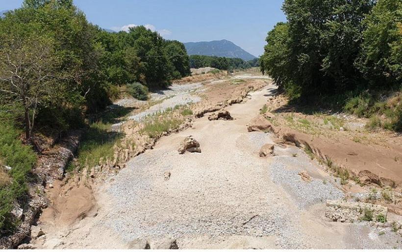 Χωρίς νερό ο Πηνειός στην περιοχή των Τρικάλων