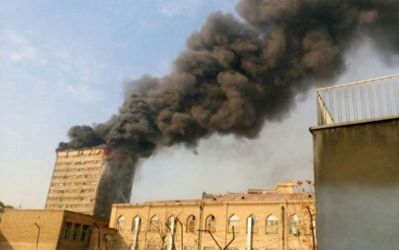 Κατέρρευσε μετά από φωτιά το παλαιότερο πολυώροφο κτίριο της Τεχεράνης