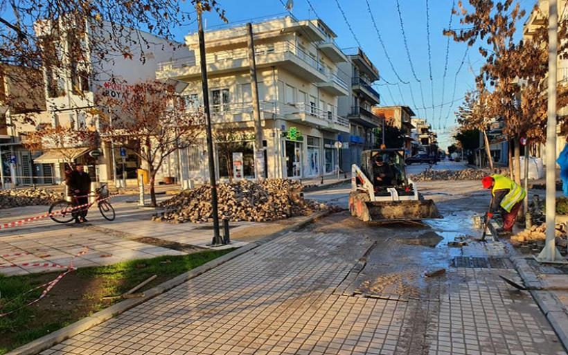 Επιλύεται οριστικά το πρόβλημα με τους κυβόλιθους περιμετρικά της πλατείας του Αλμυρού