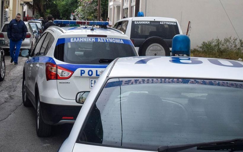 Αιματηρή ληστεία στα ΕΛΤΑ στα Βίλια: Τραυματίας ληστής από πυρά αστυνομικών