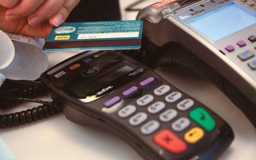 «Ζεσταίνεται» (και) η αγορά: Ενισχύεται η κατανάλωση – Άλμα 41% στις ηλεκτρονικές πληρωμές