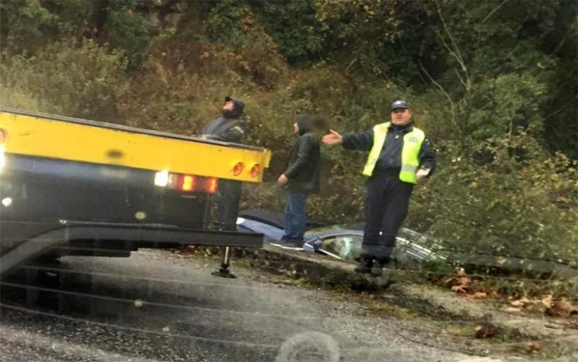 Ατύχημα με Porsche Cayenne στον δρόμο προς Πορταριά – Σώος ο οδηγός