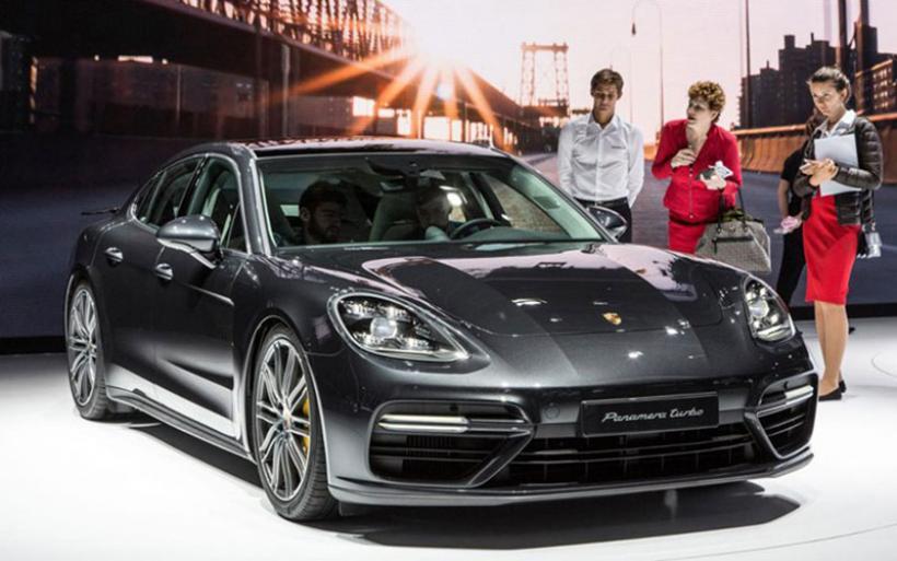 Πρεμιέρα για την υβριδική Porsche Panamera και την 911 GT3 Cup