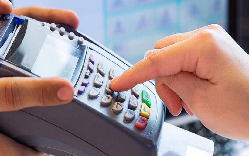 """Ηλεκτρονικές συναλλαγές: Στο 30% του εισοδήματος το """"χτίσιμο"""" του αφορολογήτου"""