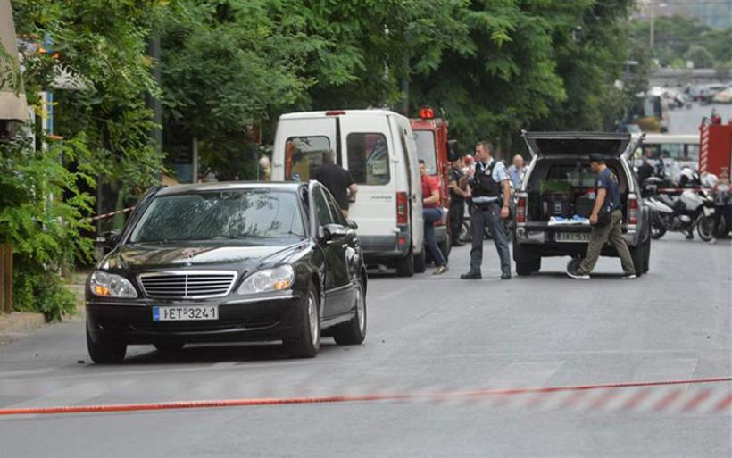 Τραυματίας ο πρώην πρωθυπουργός  Λουκάς Παπαδήμος από έκρηξη στο αυτοκίνητό του