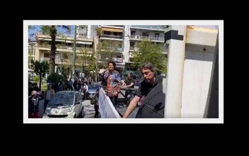 Η Άλκηστις Πρωτοψάλτη βγήκε στους δρόμους της Αθήνας και τραγούδησε σε καρότσα φορτηγού!